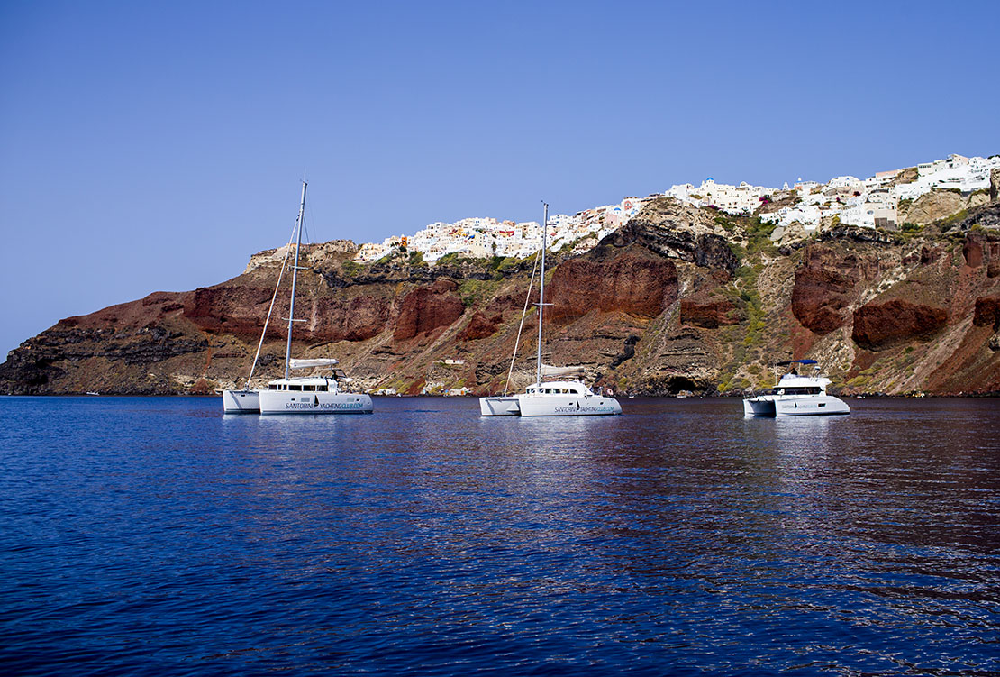 What to do in Santorini: Sailing tou near Oia