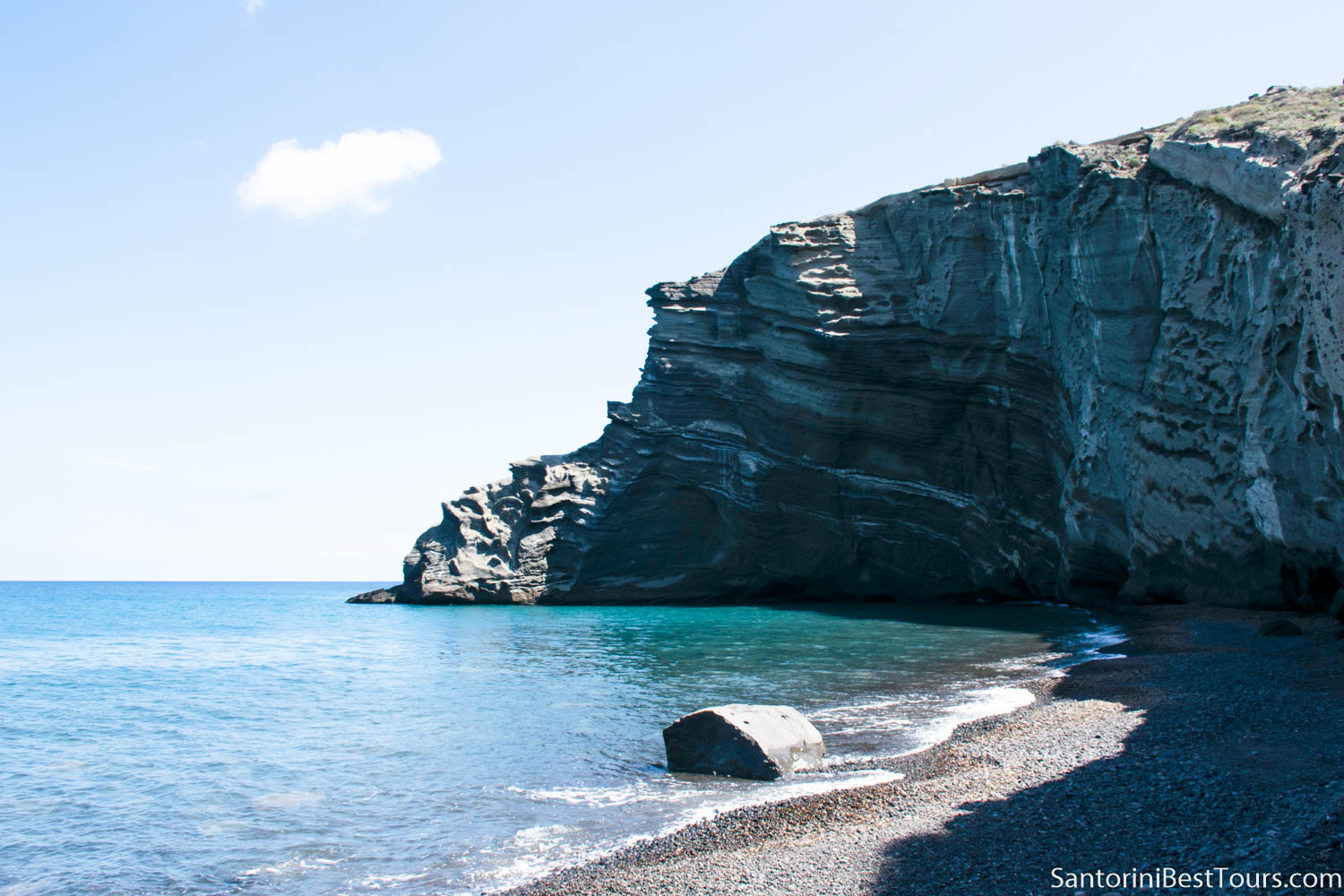 Santorini beaches - Columbo