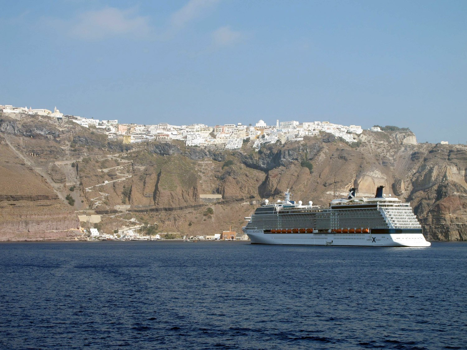 Thousands of travelers arrive in cruise ships at Santorini and this is the spectacular view of Fira!
