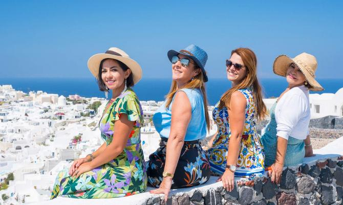 How to Organize a Perfect Private Tour in Santorini