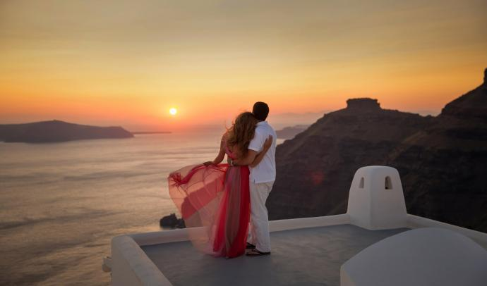 Feel the romance in Santorini